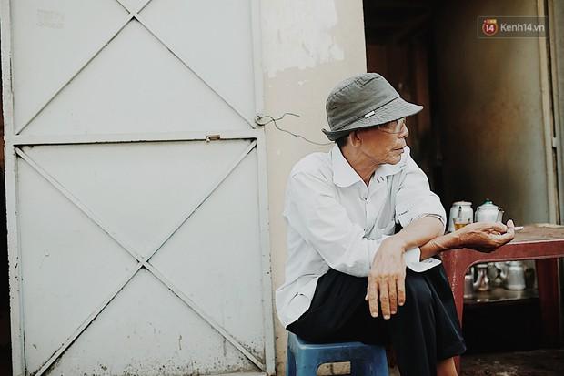 Quán cà phê bạc màu hơn nửa thế kỷ giữa lòng Sài Gòn: Đi đâu rồi cũng về ngồi đây, nhìn thành phố đổi thay nhiều lắm! - Ảnh 4.