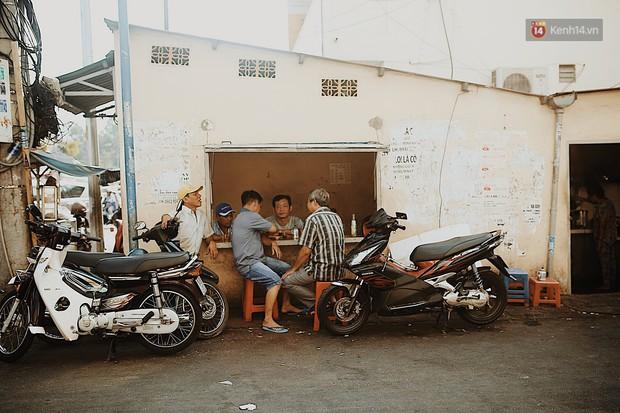 Quán cà phê bạc màu hơn nửa thế kỷ giữa lòng Sài Gòn: Đi đâu rồi cũng về ngồi đây, nhìn thành phố đổi thay nhiều lắm! - Ảnh 7.