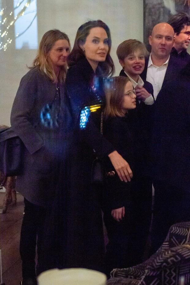Khung cảnh hiếm hoi: Angelina Jolie đưa cả 6 đứa con đi dự sự kiện và dàn nhóc tỳ xưa kia giờ đã lớn lắm rồi! - Ảnh 7.