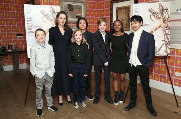 Khung cảnh hiếm hoi: Angelina Jolie đưa cả 6 đứa con đi dự sự kiện và dàn nhóc tỳ xưa kia giờ đã lớn lắm rồi! - Ảnh 3.