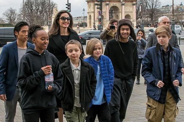 Khung cảnh hiếm hoi: Angelina Jolie đưa cả 6 đứa con đi dự sự kiện và dàn nhóc tỳ xưa kia giờ đã lớn lắm rồi! - Ảnh 12.