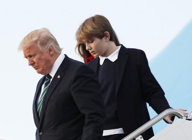 Đã tìm ra câu trả lời cho diện mạo xuất chúng của cậu út nhà Trump: Tất cả là nhờ thừa hưởng hết nét đẹp của bố - Ảnh 17.