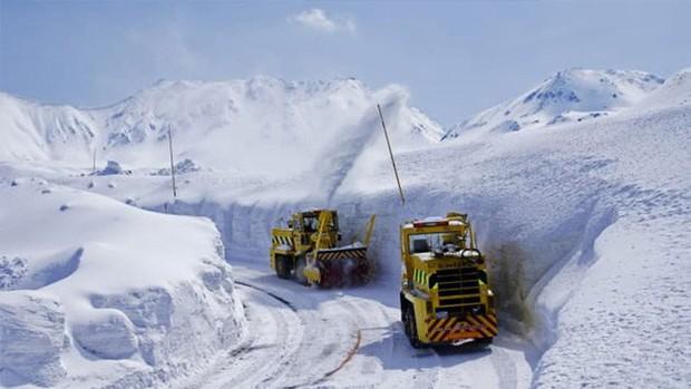 Tuyết phủ cao tới 17m, thung lũng quanh co ở Nhật được mệnh danh là The Wall đời thực - Ảnh 7.