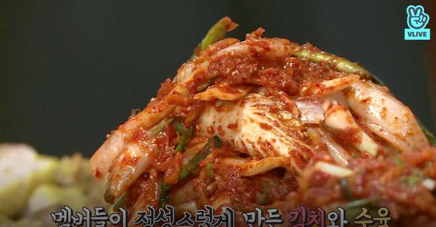 Nhờ show thực tế này của BTS mới biết hoá ra kim chi Hàn Quốc lại có nhiều phiên bản như vậy - Ảnh 2.