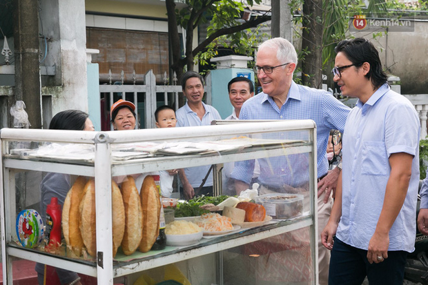 Hình ảnh bình dị của các nguyên thủ quốc gia trong chuyến công du đến Việt Nam: Chơi đàn bầu, ăn bún chả, uống cà phê vỉa hè - Ảnh 2.