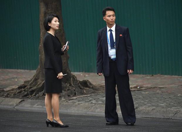 Phóng viên Triều Tiên ăn mặc chỉn chu tác nghiệp tại Hội nghị thượng đỉnh Mỹ - Triều - Ảnh 1.