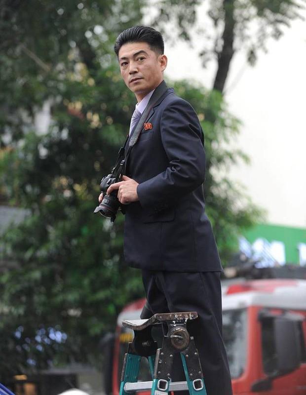 Phóng viên Triều Tiên ăn mặc chỉn chu tác nghiệp tại Hội nghị thượng đỉnh Mỹ - Triều - Ảnh 2.