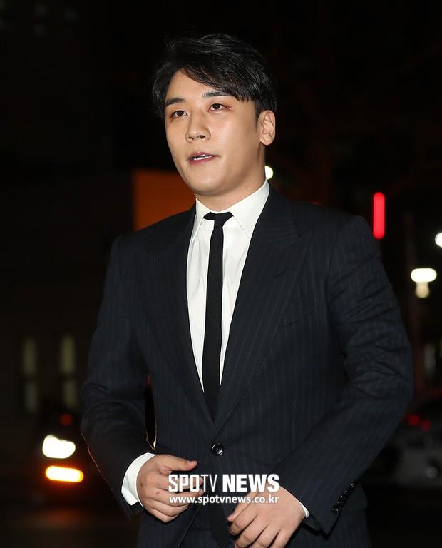 Lúc Seungri trình diện cảnh sát, YG bị bắt gặp bí mật tiêu hủy 2 xe tải giấy tờ vào rạng sáng sớm - Ảnh 6.