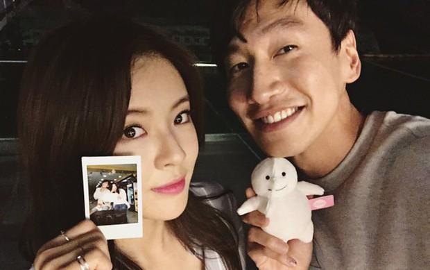 Vợ chồng Song Joong Ki - Song Hye Kyo phải chịu thua trước Lee Kwang Soo và bạn gái về khoản này! - Ảnh 4.