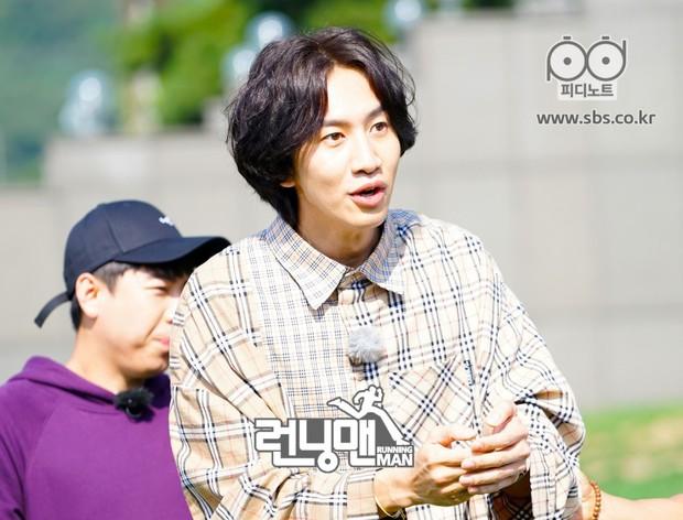 Vợ chồng Song Joong Ki - Song Hye Kyo phải chịu thua trước Lee Kwang Soo và bạn gái về khoản này! - Ảnh 11.