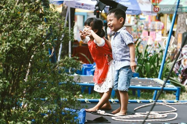 Người Sài Gòn xúng xính áo mới, dạo đường Nguyễn Huệ và hội hoa xuân Tao Đàn chiều 29 Tết Kỷ Hợi - Ảnh 6.