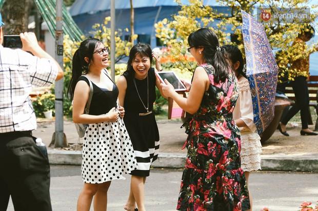 Người Sài Gòn xúng xính áo mới, dạo đường Nguyễn Huệ và hội hoa xuân Tao Đàn chiều 29 Tết Kỷ Hợi - Ảnh 7.