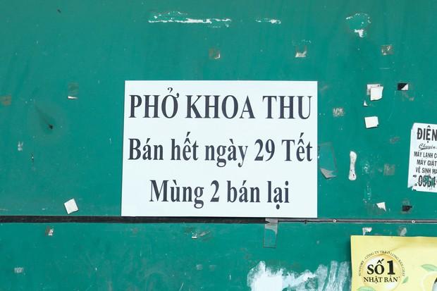 Đây là khoảnh khắc khiến bạn nhận ra Sài Gòn đã chuyển từ đón Tết sang ăn Tết: Quán xá đóng cửa hàng loạt, phố phường bình yên chậm rãi - Ảnh 6.