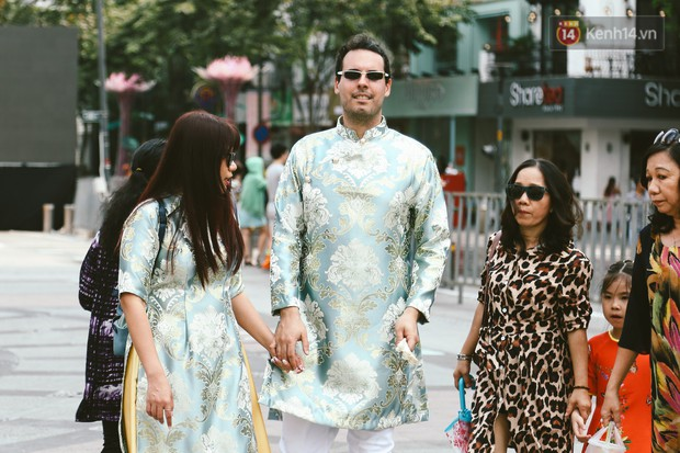 Người Sài Gòn xúng xính áo mới, dạo đường Nguyễn Huệ và hội hoa xuân Tao Đàn chiều 29 Tết Kỷ Hợi - Ảnh 13.