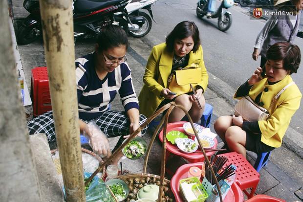 Hà Nội năm nay có quá nhiều hàng quán mở cửa xuyên Tết: Thèm ăn gì cũng có - Ảnh 6.