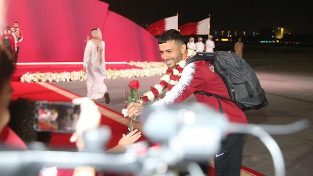 Qatar sáng rực trong đêm, sôi động chưa từng có trong ngày đón những người hùng trở về từ Asian Cup - Ảnh 3.