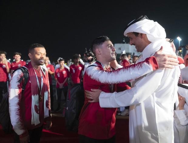 Qatar sáng rực trong đêm, sôi động chưa từng có trong ngày đón những người hùng trở về từ Asian Cup - Ảnh 2.