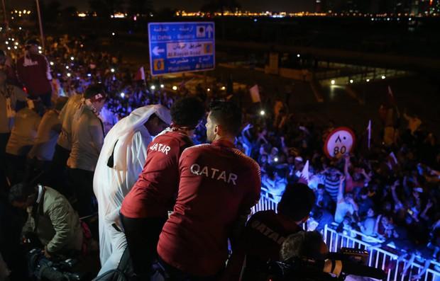 Qatar sáng rực trong đêm, sôi động chưa từng có trong ngày đón những người hùng trở về từ Asian Cup - Ảnh 9.
