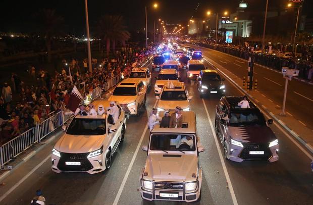 Qatar sáng rực trong đêm, sôi động chưa từng có trong ngày đón những người hùng trở về từ Asian Cup - Ảnh 10.