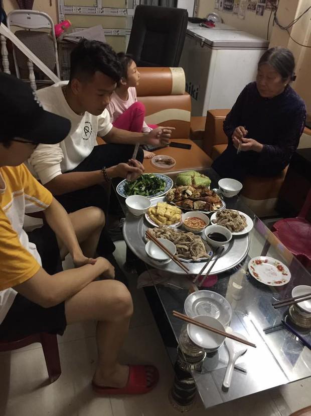 Tâm sự xúc động của mẹ tuyển thủ Việt Nam: Chỉ cần được nhìn con ăn, mẹ đã hạnh phúc lắm - Ảnh 2.
