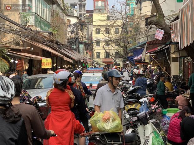 Chợ Hàng Bè đông đến kinh ngạc: giờ vẫn chưa sắm Tết thì đây là địa chỉ có tất cả mọi thứ ngon cho bạn - Ảnh 2.