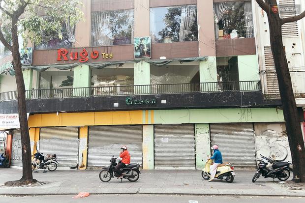 Đây là khoảnh khắc khiến bạn nhận ra Sài Gòn đã chuyển từ đón Tết sang ăn Tết: Quán xá đóng cửa hàng loạt, phố phường bình yên chậm rãi - Ảnh 2.