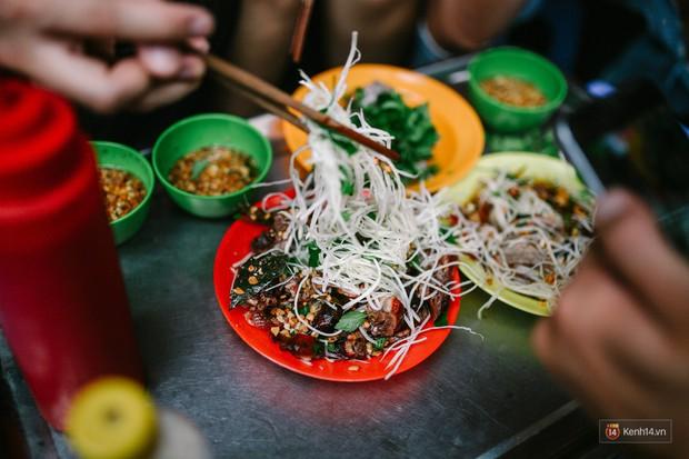 Hà Nội năm nay có quá nhiều hàng quán mở cửa xuyên Tết: Thèm ăn gì cũng có - Ảnh 3.