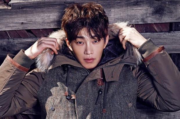 4 nam diễn viên Hàn được kì vọng kế vị Song Joong Ki, Park Bo Gum trong năm 2019 - Ảnh 4.