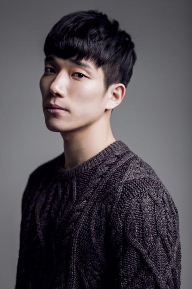 4 nam diễn viên Hàn được kì vọng kế vị Song Joong Ki, Park Bo Gum trong năm 2019 - Ảnh 7.