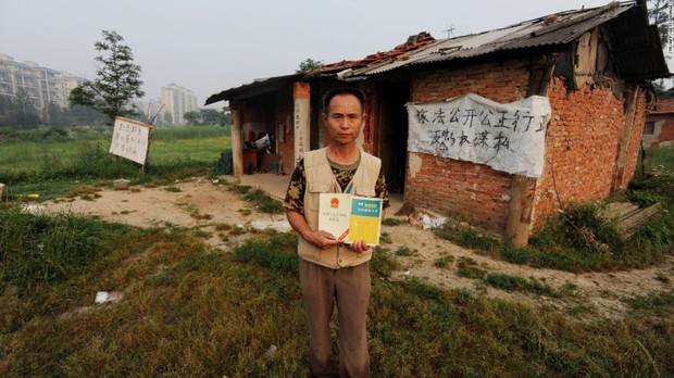 Trung Quốc: Kỳ lạ những ngôi nhà 4 mặt tiền lọt thỏm giữa cao tốc - Ảnh 8.