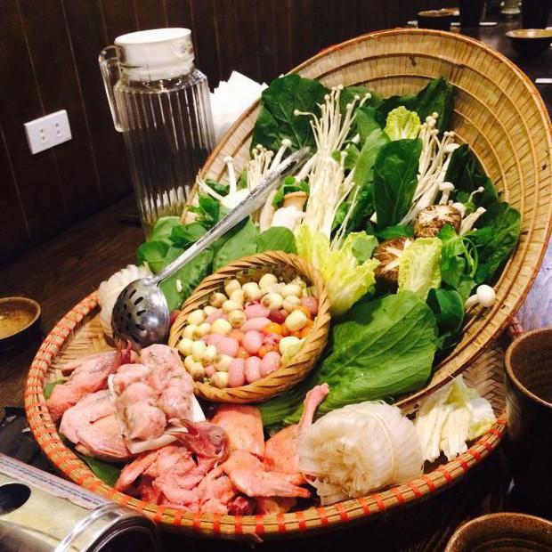Hà Nội năm nay có quá nhiều hàng quán mở cửa xuyên Tết: Thèm ăn gì cũng có - Ảnh 9.