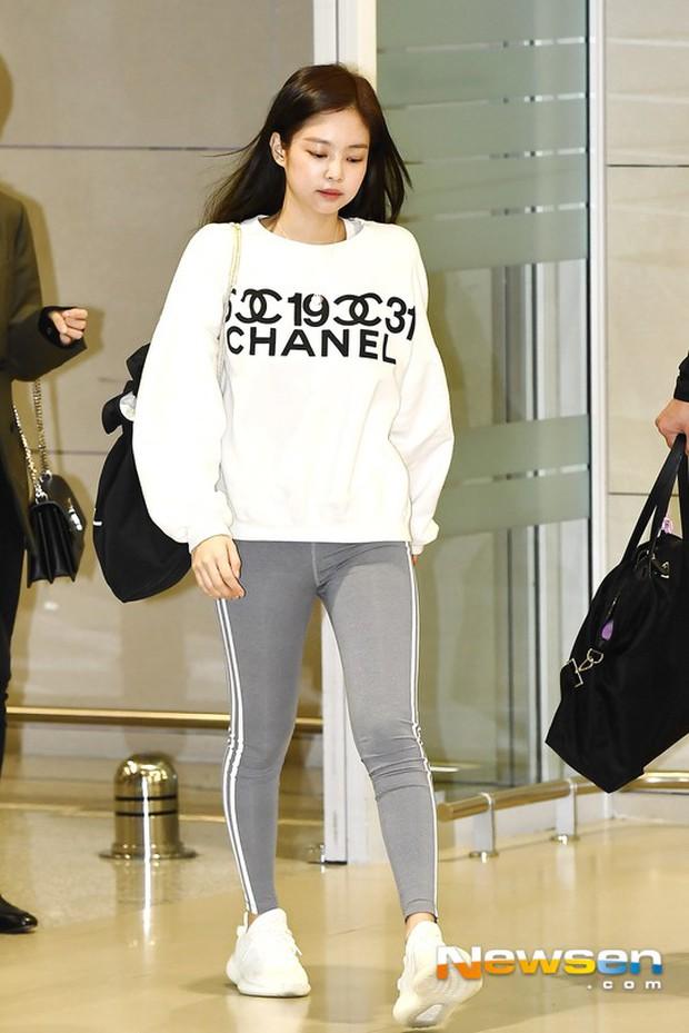 Báo khen Jennie đe dọa ngôi vị nữ hoàng legging của Naeun, netizen Hàn lại phản đối vì nhược điểm này - Ảnh 2.