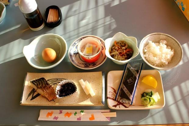 Con gái Nhật ngày Tết chẳng cần ăn kiêng mà dáng vẫn đẹp là nhờ duy trì những nguyên tắc ăn uống sau - Ảnh 3.