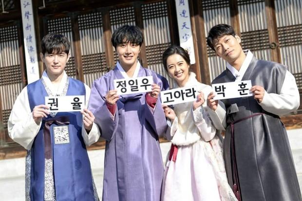 Đi tìm nữ Idol diện hanbok đẹp nhất trên show thực tế nhân dịp đầu năm mới - Ảnh 4.