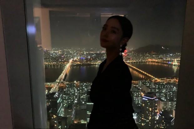 Ngày 30 Tết, Bom sex xứ Hàn vọt lên top 1 Naver vì khoe nhà triệu đô ở tòa cao thứ 5 thế giới sau khi cưới đại gia - Ảnh 3.