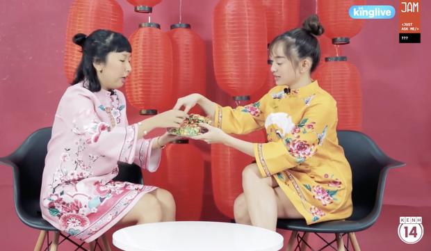 Đầu năm ngồi bày mâm mứt Tết mà cười rụng nụ với đôi bạn Kaity Nguyễn và Trang Hý - Ảnh 4.