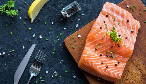 Mụn sẽ chẳng dám hoành hành trong ngày Tết nếu bạn bổ sung một số loại thực phẩm detox sau đây vào bữa ăn - Ảnh 1.