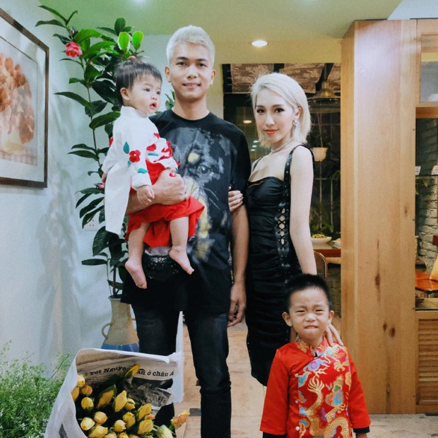Đúng mùng 1 Tết, Big Daddy và Emily bất ngờ công khai hình ảnh đã là gia đình với 2 nhóc tỳ đáng yêu - Ảnh 1.