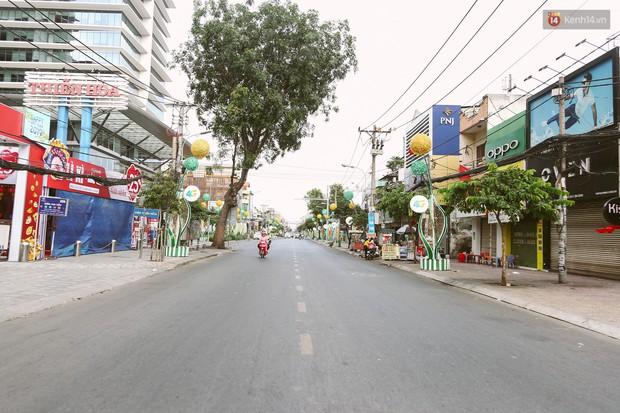 Chùm ảnh: Có một Sài Gòn vắng vẻ và bình yên sáng mùng 1 Tết - Ảnh 10.