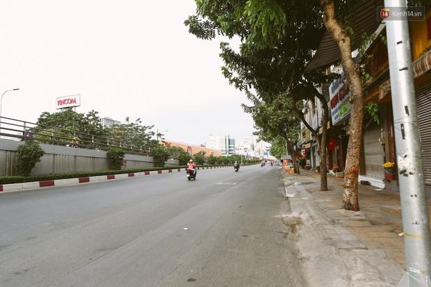 Chùm ảnh: Có một Sài Gòn vắng vẻ và bình yên sáng mùng 1 Tết - Ảnh 16.