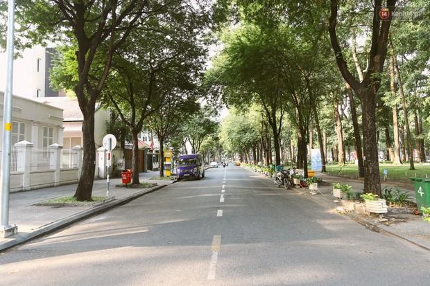 Chùm ảnh: Có một Sài Gòn vắng vẻ và bình yên sáng mùng 1 Tết - Ảnh 15.