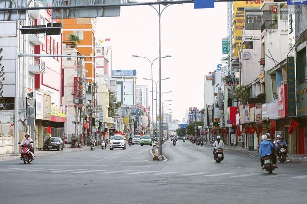 Chùm ảnh: Có một Sài Gòn vắng vẻ và bình yên sáng mùng 1 Tết - Ảnh 4.