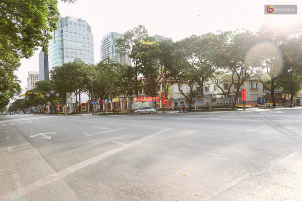 Chùm ảnh: Có một Sài Gòn vắng vẻ và bình yên sáng mùng 1 Tết - Ảnh 7.