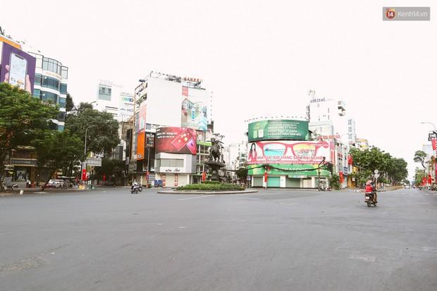 Chùm ảnh: Có một Sài Gòn vắng vẻ và bình yên sáng mùng 1 Tết - Ảnh 12.