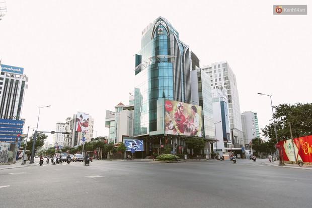 Chùm ảnh: Có một Sài Gòn vắng vẻ và bình yên sáng mùng 1 Tết - Ảnh 14.