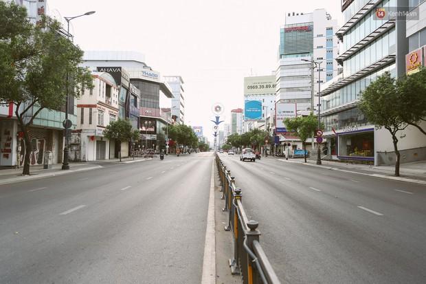Chùm ảnh: Có một Sài Gòn vắng vẻ và bình yên sáng mùng 1 Tết - Ảnh 9.
