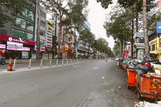 Chùm ảnh: Có một Sài Gòn vắng vẻ và bình yên sáng mùng 1 Tết - Ảnh 3.