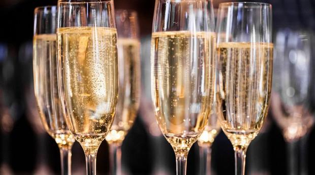 Tại sao mọi người thích uống sâm panh để ăn mừng năm mới - Ảnh 1.