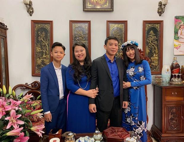 Đã thành thói quen, cứ mùng 1 Tết là từ sao tới hot girl Việt lại diện áo dài tưng bừng - Ảnh 7.