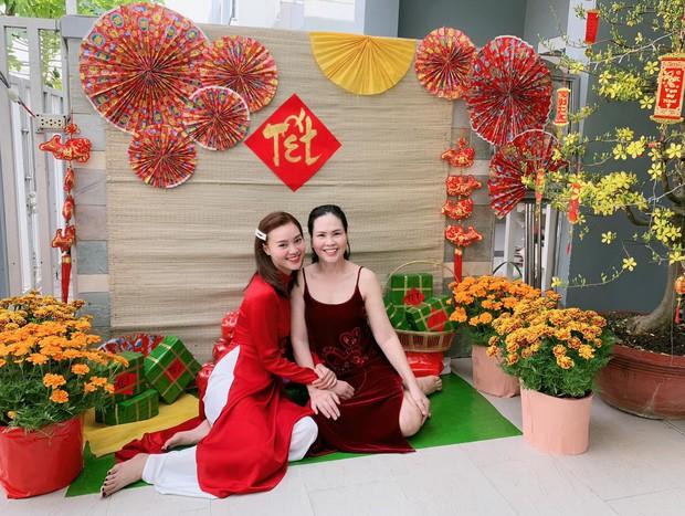 Đã thành thói quen, cứ mùng 1 Tết là từ sao tới hot girl Việt lại diện áo dài tưng bừng - Ảnh 3.